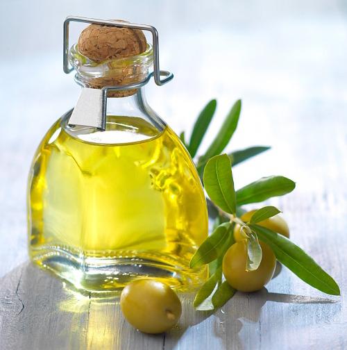 Dầu oliu dùng để điều trị vết thâm do mụn để lại