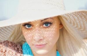 Không bảo vệ và chăm sóc da là nguyên nhân gây nám da
