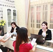 Tư vấn thông tin dịch vụ cho khách hàng.