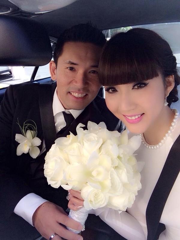 Siêu mẫu xinh đẹp rạng ngời trong ngày cưới