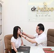 Bác sĩ thăm khám