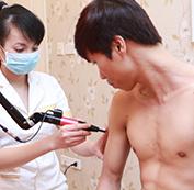 Sử dụng máy Laser Spectra điều trị lên những vùng xăm trên da