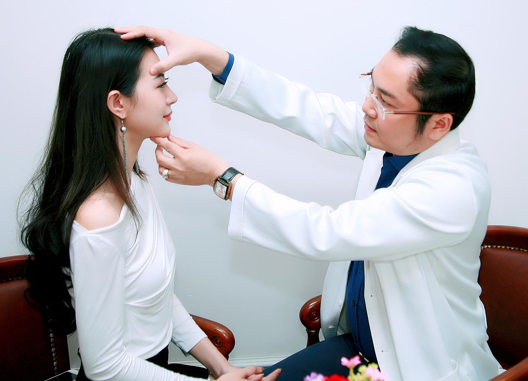 Bước 1: Kiểm tra đánh giá tình trạng da