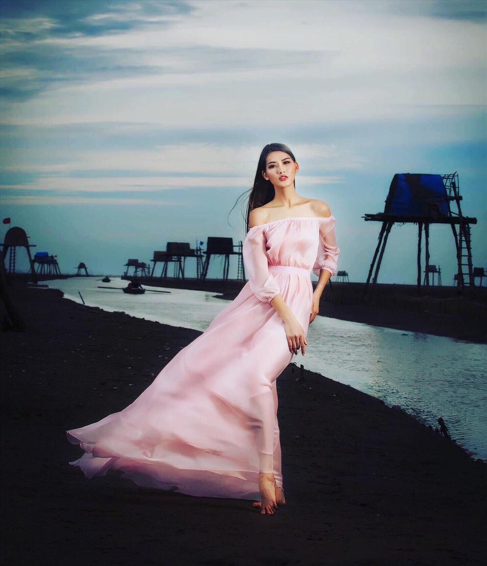 Người đẹp thân thiện - Hoa hậu Hoàn vũ Việt Nam Ngọc Anh mặc áo dài làm vedette