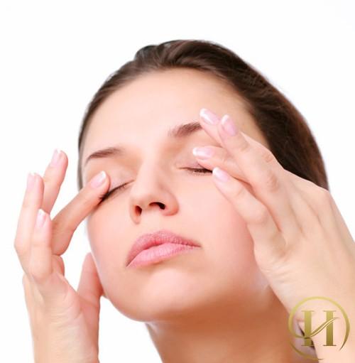 Hướng dẫn cách mát xa cho vùng mắt giảm bớt quầng thâm