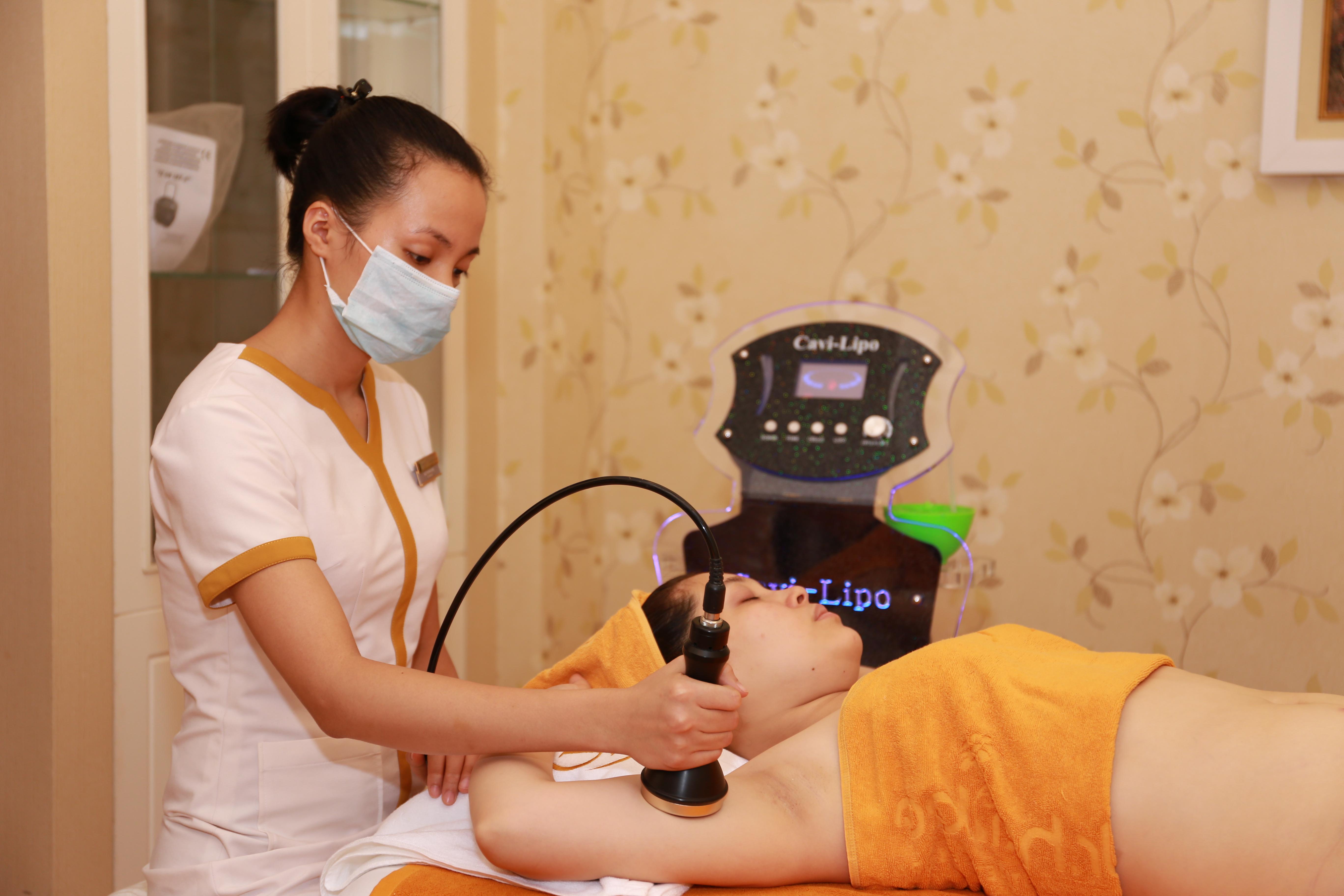 Sử dụng máy Lipo 5s để điều trị