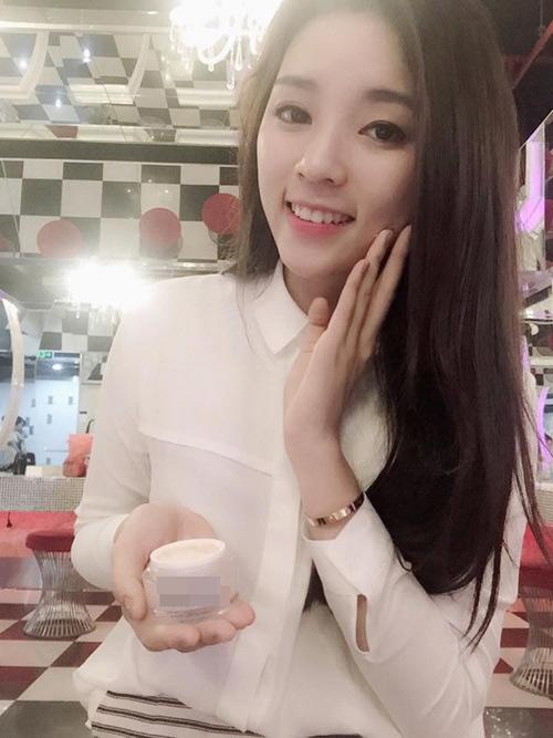 """Điểm danh những sao Việt khiến fan """"sửng sốt"""" vì có khuôn mặt V-line lạ"""