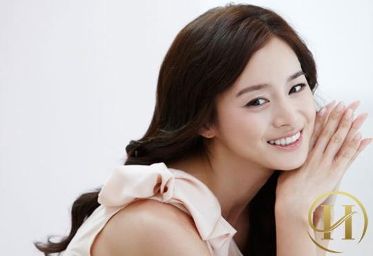 """Học lỏm bí quyết làm đẹp của """"mỹ nhân vạn người mê"""" Kim Tae Hee"""