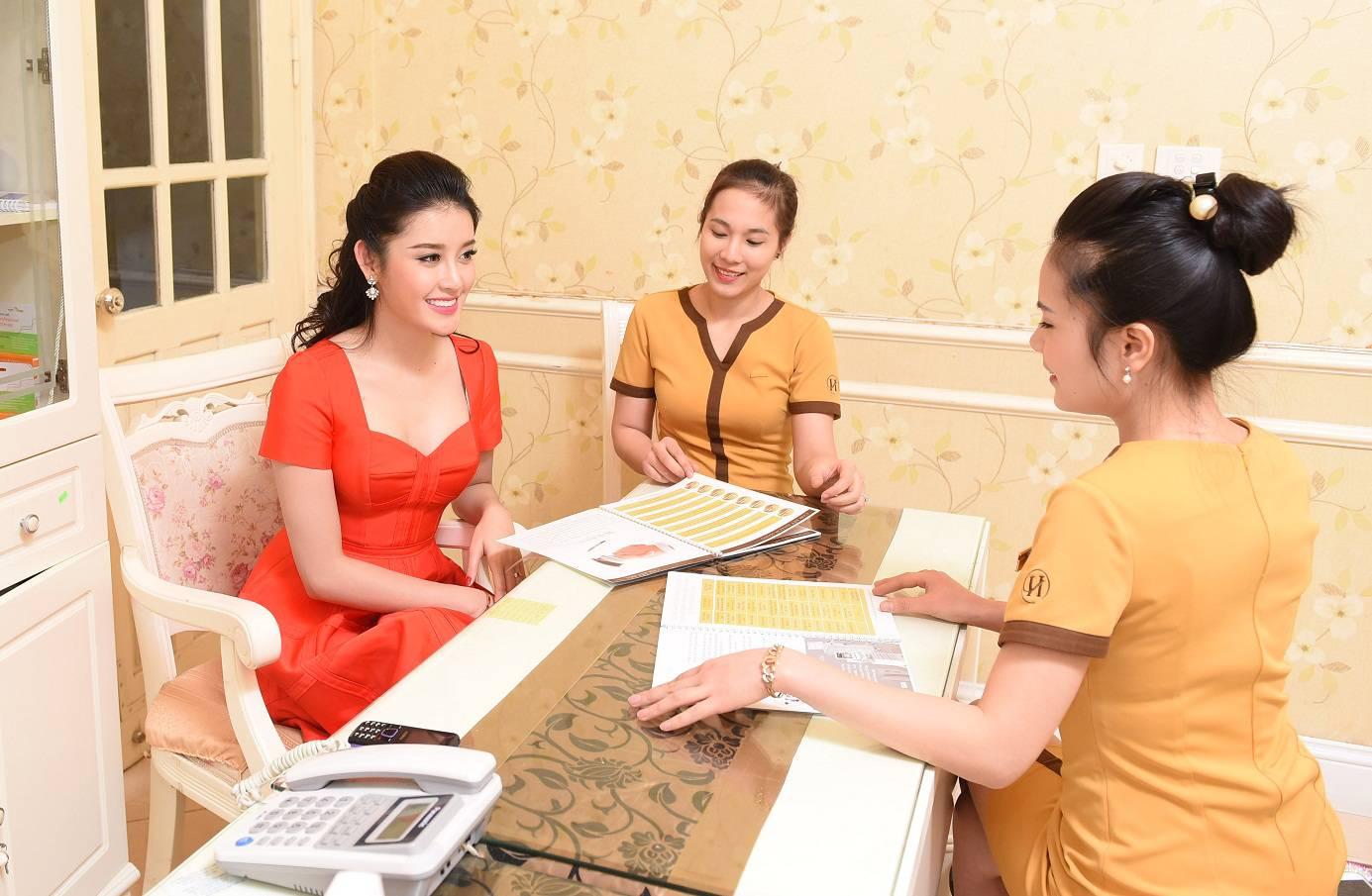Quy trình thăm khám nhấn mí Thái Lan