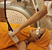 Tiến hành điều trị bằng Laser xung dài Clarity
