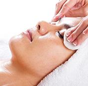 Bước 3: Làm sạch da trước khi điều trị
