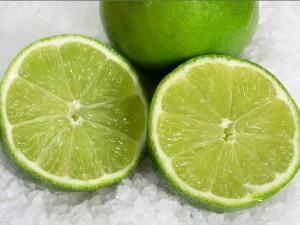Sử dụng muối và chanh để xóa hình xăm hiệu quả