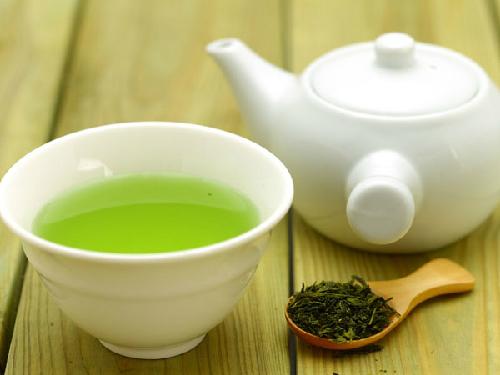 Uống trà xanh là một phương pháp đào thải độc tố cho cơ thể