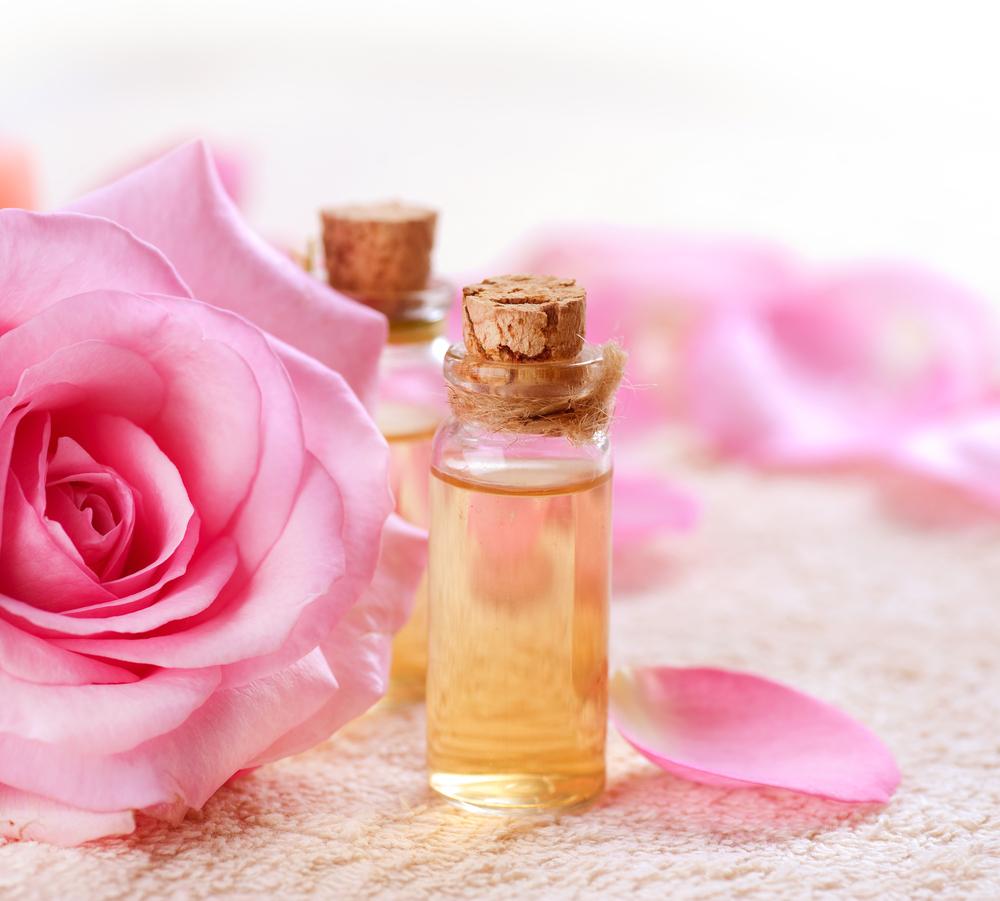 Nước hoa hồng và bột đậu xanh-bí quyết làm đẹp của eva